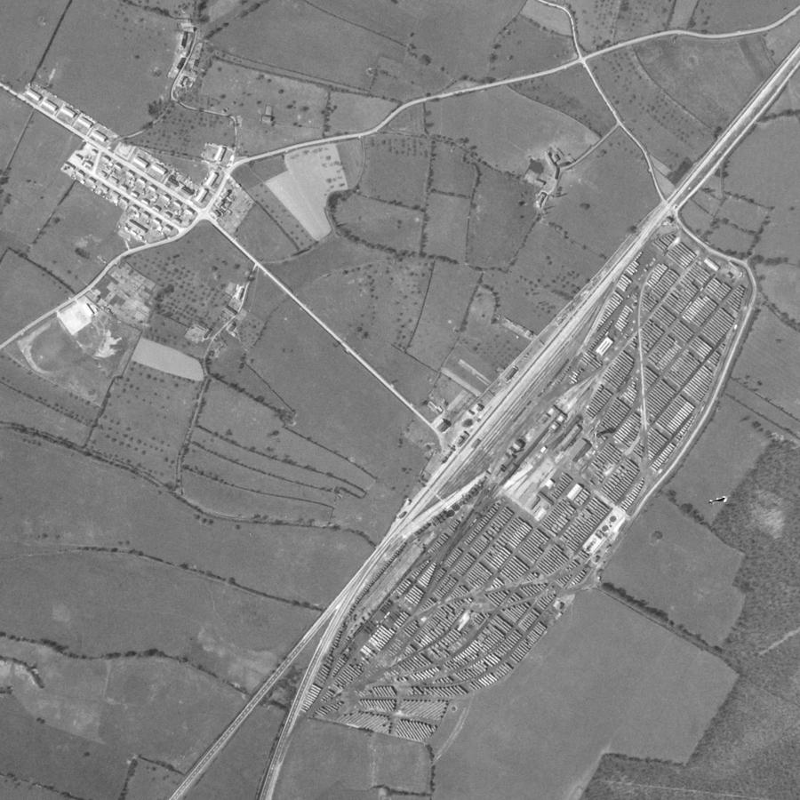 La cité de Surdon à gauche, la gare au centre et le chantier à sa droite