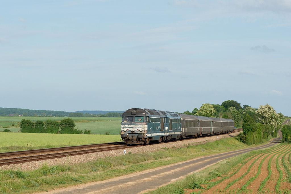 UM BB 67357/BB 67593 - Argentan - 11/05/2011 - Train 13033 - Tours-Caen
