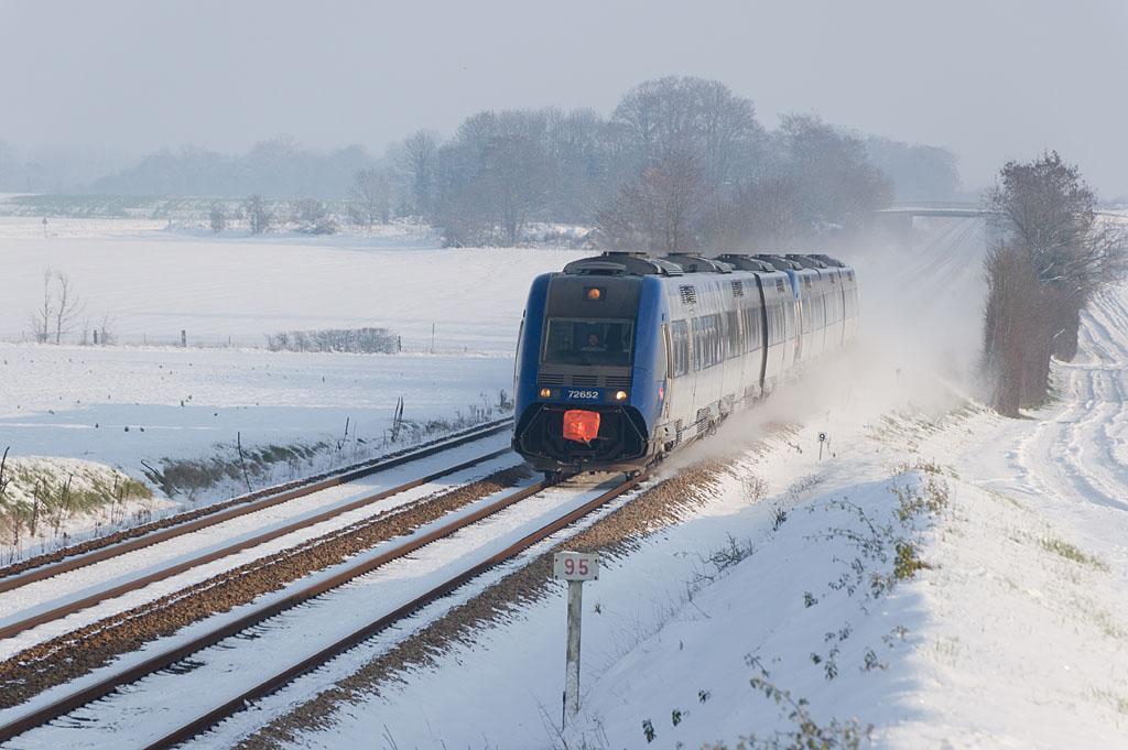 X 72652 - Argentan - 03/12/2010 - Train 3431 - Paris-Granville