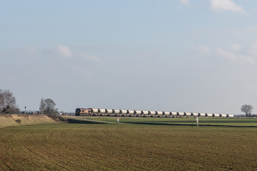 Class 66 66072 - Pertheville-Ners - 19/02/2015