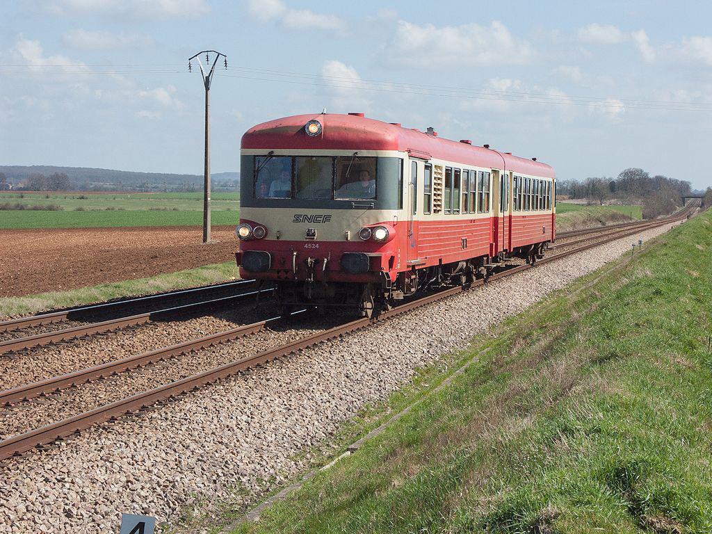 X 4524 - Argentan - 25/03/2005