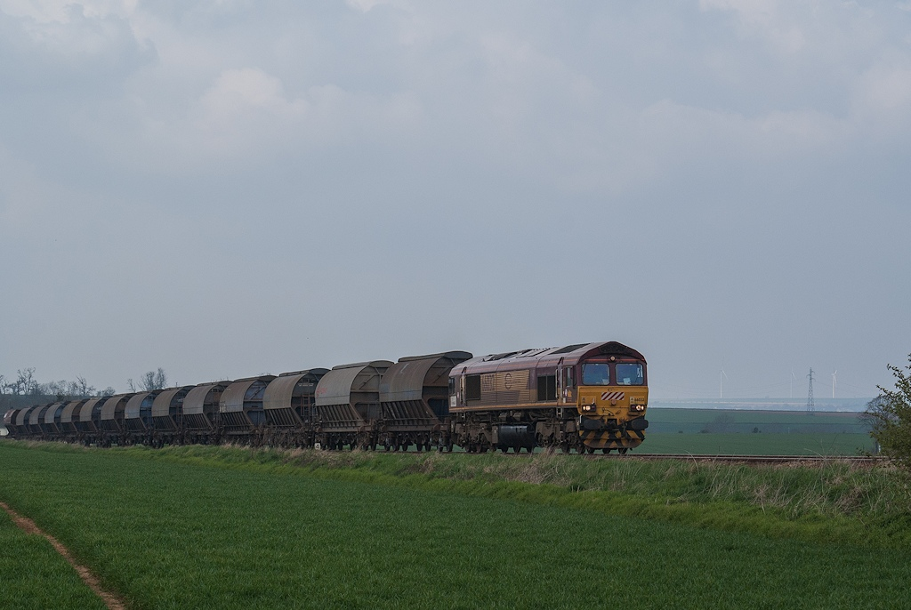 Class 66032 - Pertheville-Ners - 04/04/2008