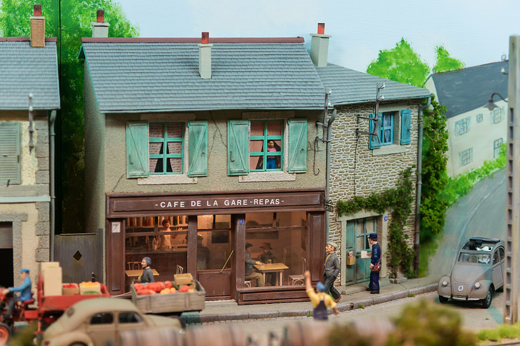 Village de Kerbihan - Michel Lecoursonnais (Oe)  - Le café de la gare