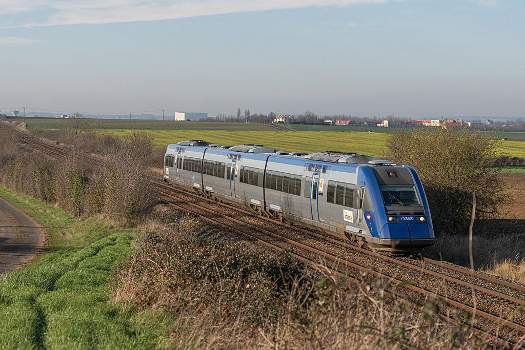X 72628 - Argentan - 04/12/2019  -  Train 13022 - Caen-Tours
