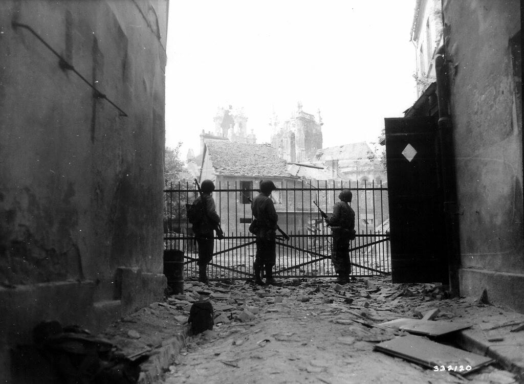 Progression des soldats américains dans Argentan - Août 1944