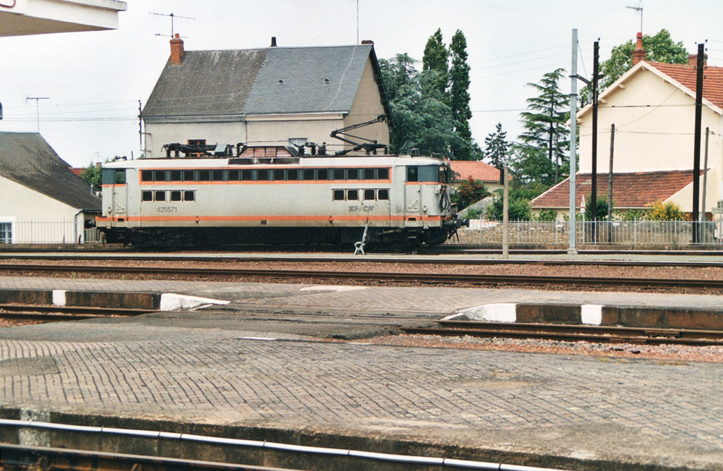 BB 25571 - Thouars - 2000