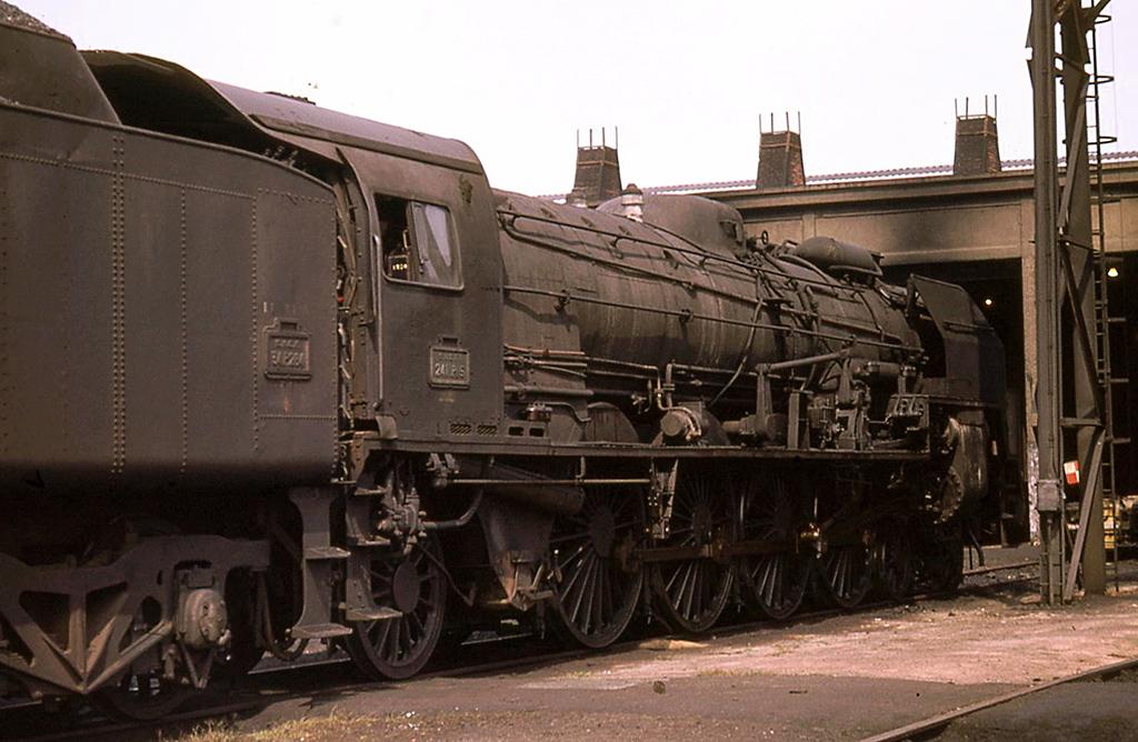 3-241 P 5 - 241 P 1 à 35 SNCF - Nantes - 1969