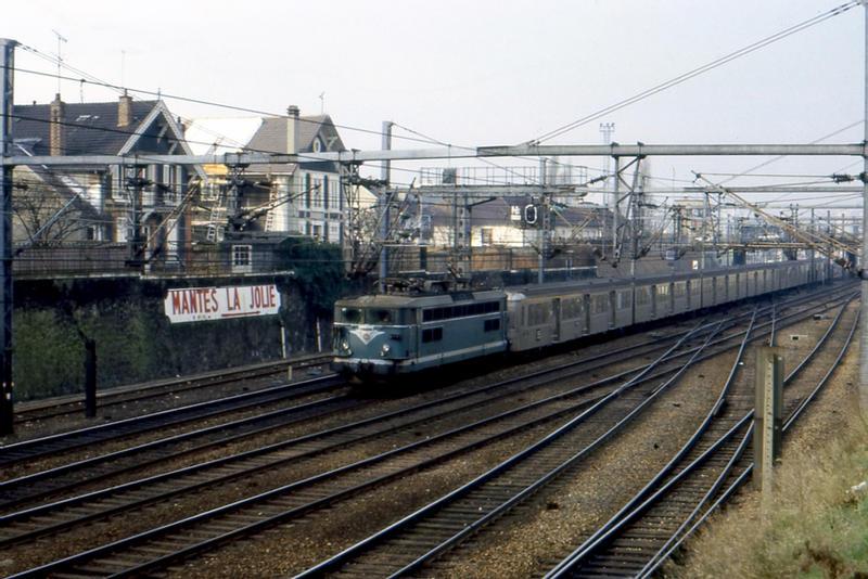 BB 17000 + RIB - Mantes la Jolie - photo: Nagato Yuki Chan - 1984